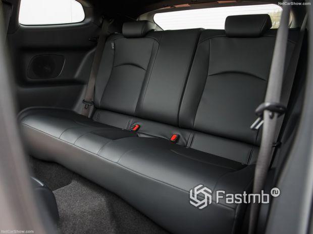 Салон Toyota GR Yaris 2021, задние сидения