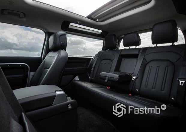 Land Rover Defender 90 2021, второй ряд сидений
