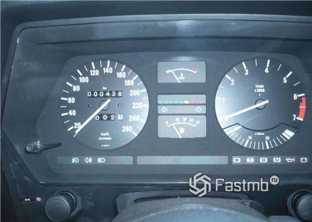 BMW 635 CSi, панель приборов