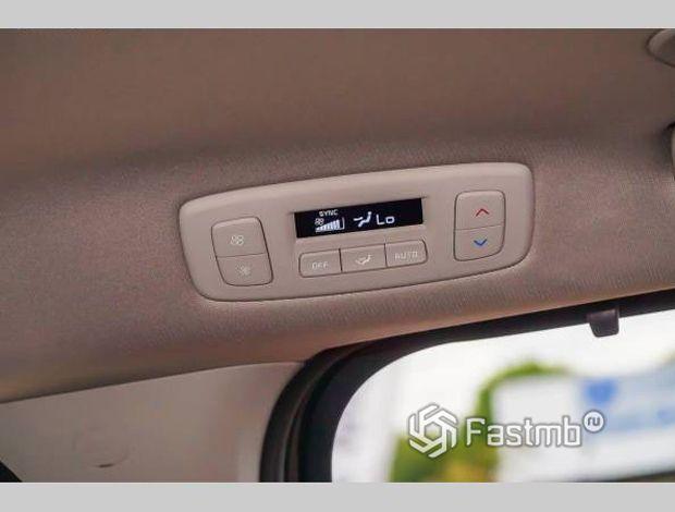 Kia Carnival 2021, панель климат-контроля для задних пассажиров