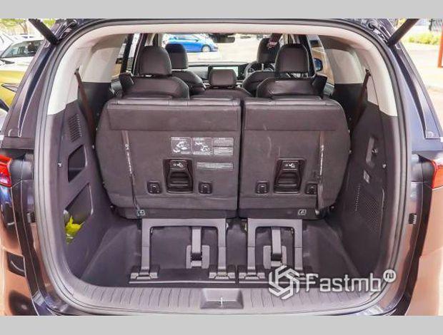 Kia Carnival 2021, багажник минивэна