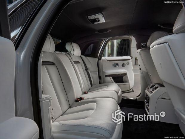 Салон Rolls-Royce Ghost 2021, задние сидения