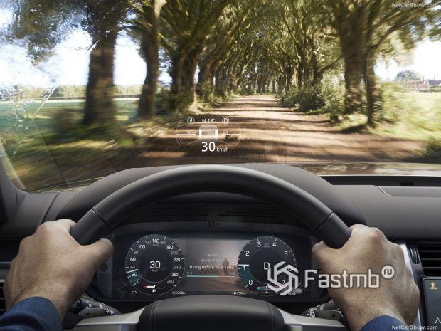 Салон Land Rover Discovery 2021, переднее стекло