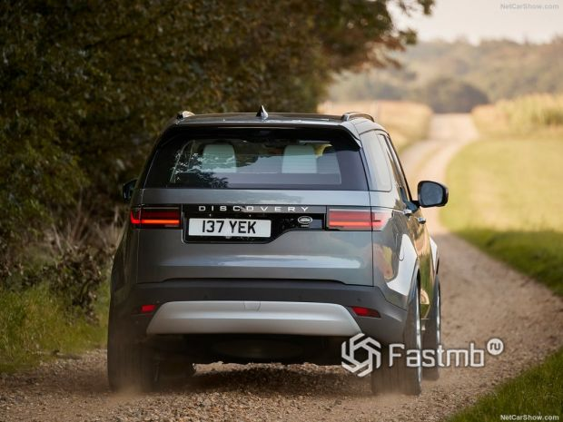Land Rover Discovery 2021, вид сзади