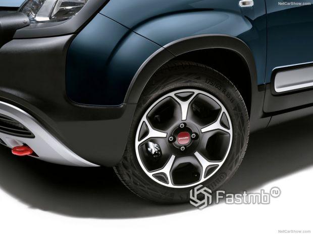 Fiat Panda 2021, переднее левое колесо