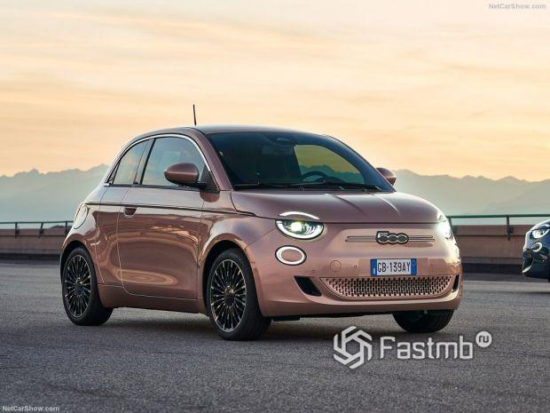 Fiat 500 3+1 2021, вид спереди и сбоку справа