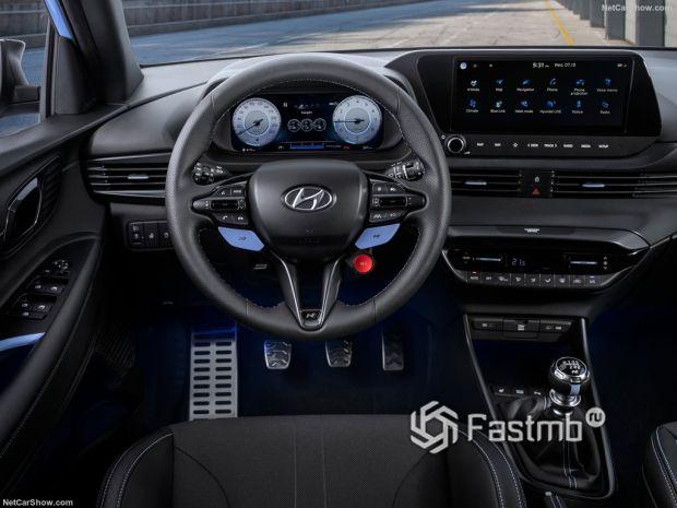 Салон Hyundai i20 N 2021, руль и панель управления