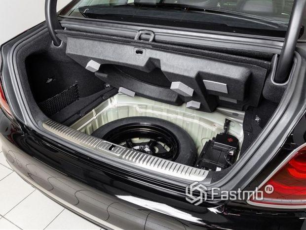 Kia K900 2018, багажное отделение