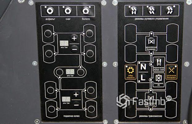 Вездеход Шаман 8х8 - панель управления полным приводом
