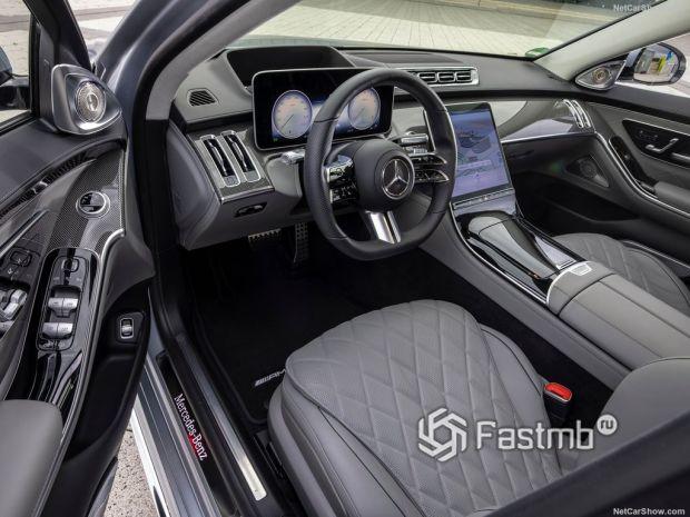 Салон Mercedes-Benz S-Class 2021, руль и панель управления