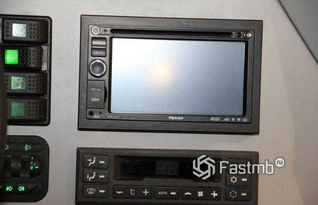 Shaman 8x8 2020, мультимедиа и панель кондиционера
