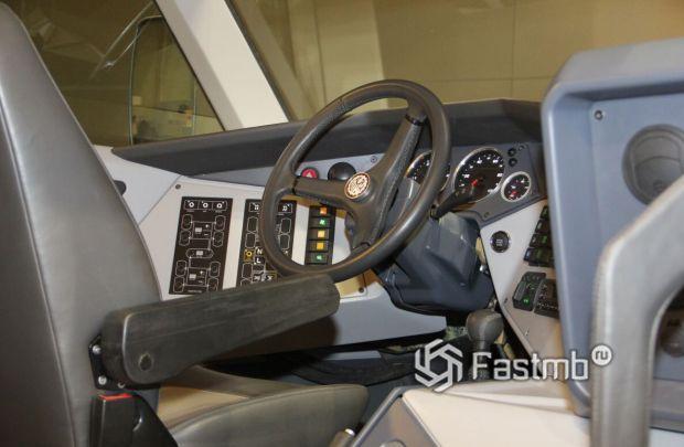 Shaman 8x8 2020, водительское место