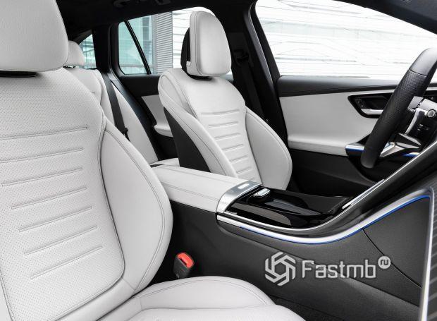 Mercedes-Benz C-Class 2021 универсал, передние сиденья в белой коже