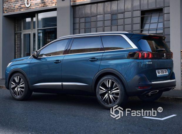 Peugeot 5008 2021, вид сбоку