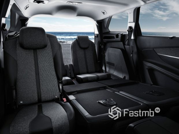 Peugeot 5008 2021, третий ряд сидений