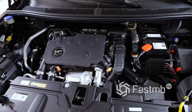 Peugeot 5008 2021, двигатель
