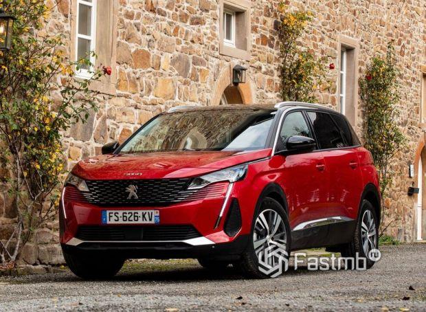 Peugeot 5008 2021, новая решетка радиатора