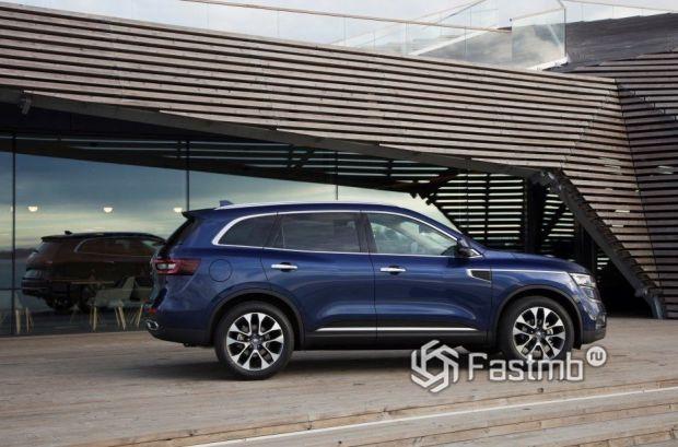 Renault Koleos 2017, вид сбоку