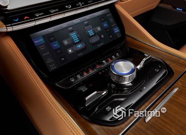 Jeep Grand Wagoneer 2022, дисплей климат-контроля