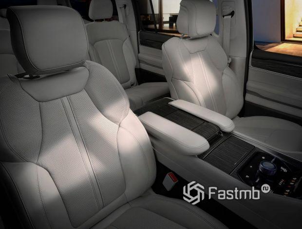 Jeep Wagoneer 2022, передние сиденья