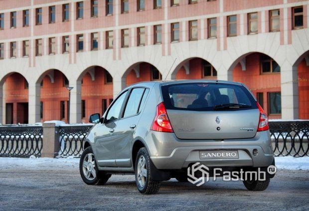 Renault Sandero 2009, вид сзади