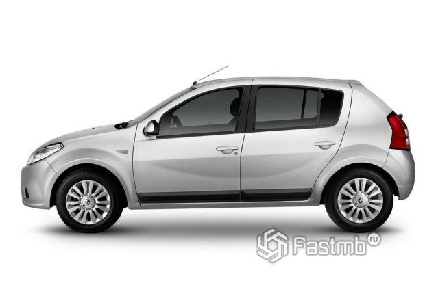 Renault Sandero 2009, вид сбоку