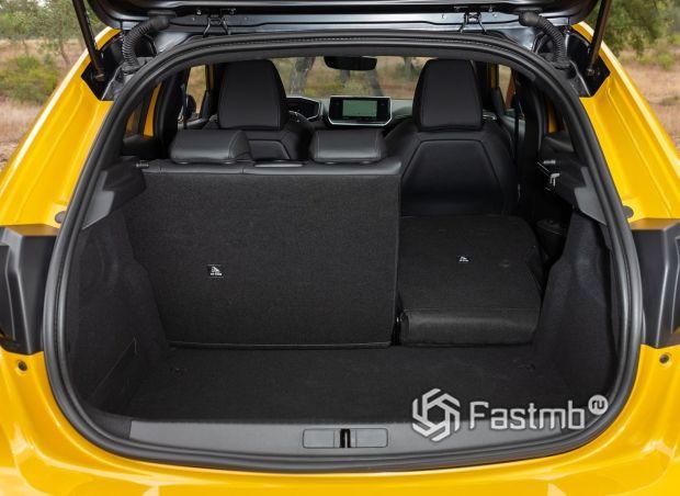 Peugeot 208 2021, багажное отделение