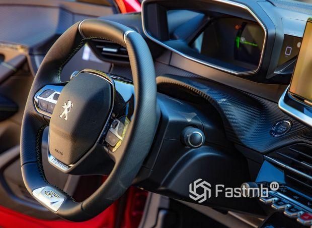 Peugeot 208 2021, рулевое колесо