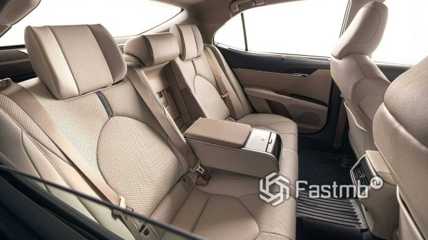 Toyota Camry 2021 рестайлинг, второй ряд сидений