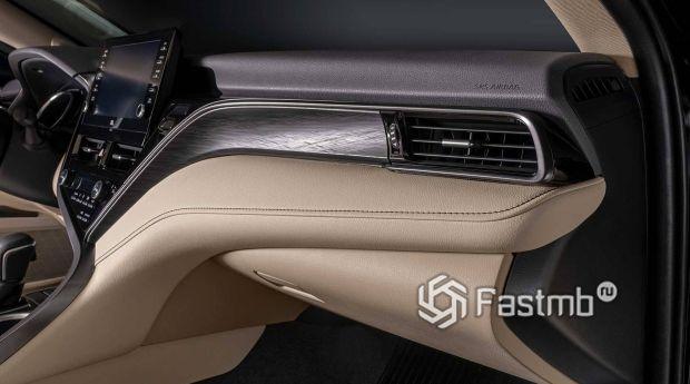 Toyota Camry 2021 рестайлинг, вставки на передней панели