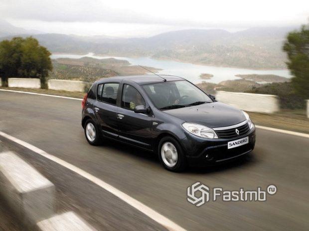 Renault Sandero 2009, вид спереди