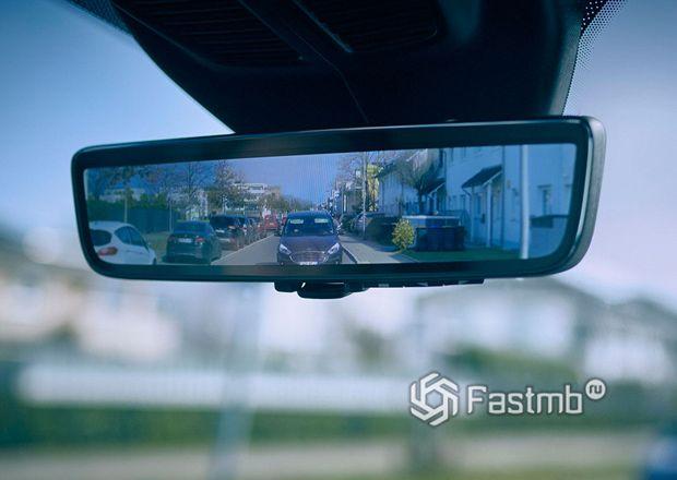 Зеркало на основе дисплея от компании Ford