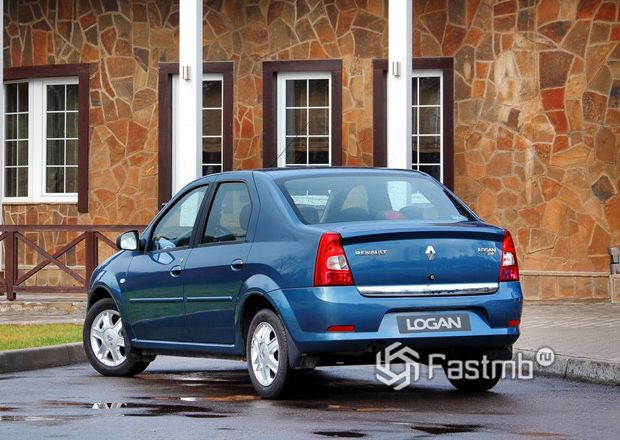 Renault Logan 2009, вид сзади