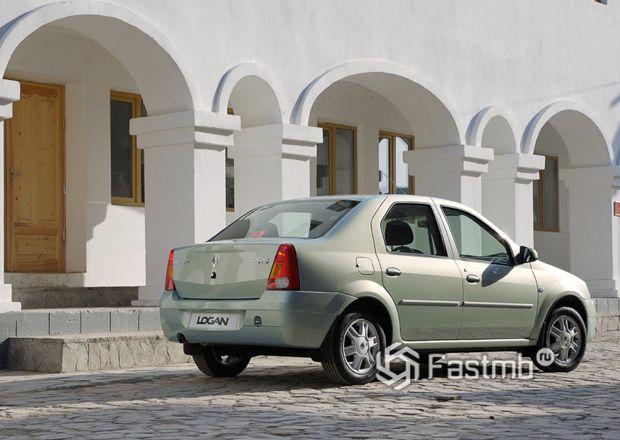 Renault Logan 2004, вид сзади
