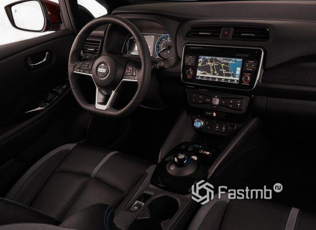 Nissan Leaf 2018, передняя панель