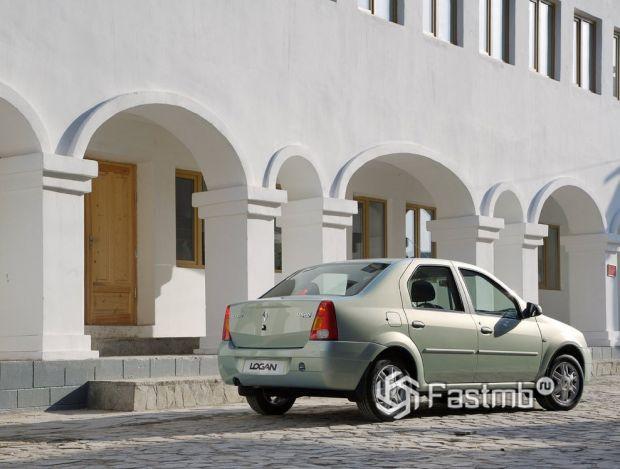 Renault Logan 2004 седан, люк топливного бака