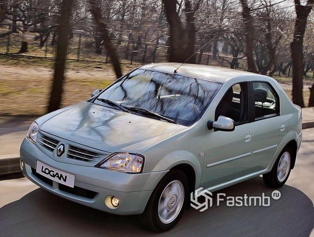 Renault Logan 2004, вид спереди