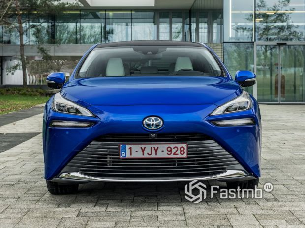 Toyota Mirai 2022, вид спереди