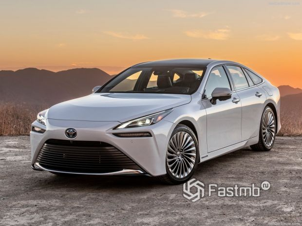 Toyota Mirai 2022: обзор, характеристики, фото