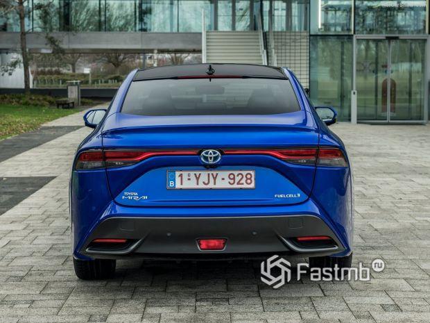 Toyota Mirai 2022, вид сзади