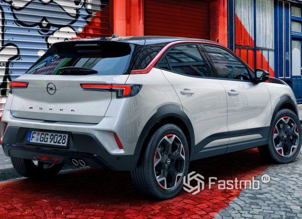 Opel Mokka 2021, вид сзади
