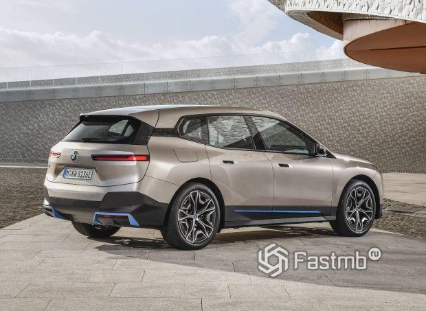 BMW iX 2022, вид сбоку