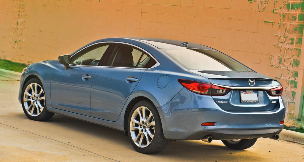 Mazda 6 2015, вид сзади