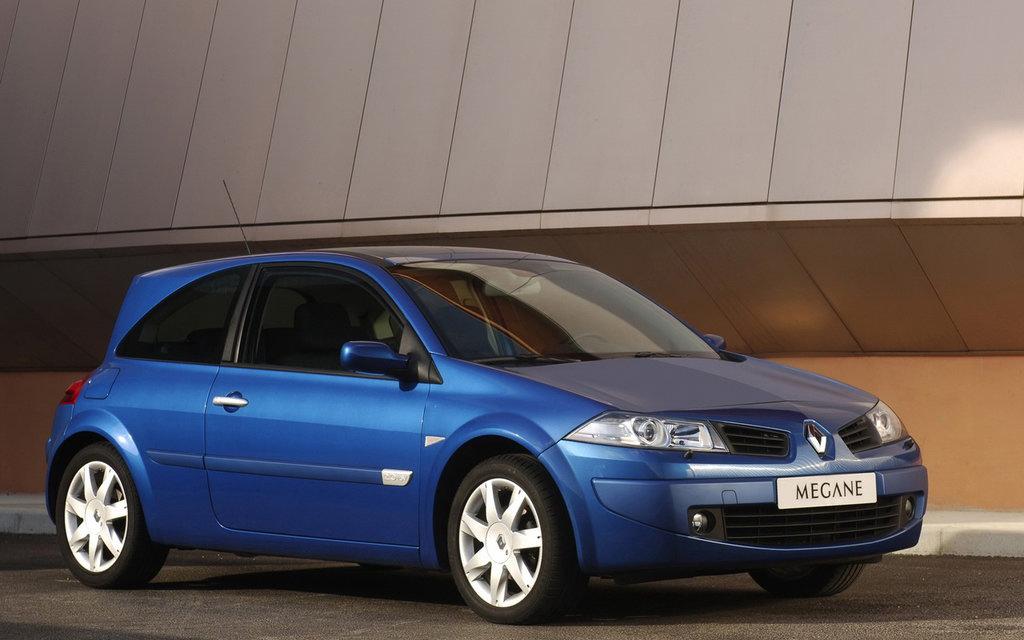 Renault Megane 2006, хэтчбек рестайлинг 3 дв, вид сбоку