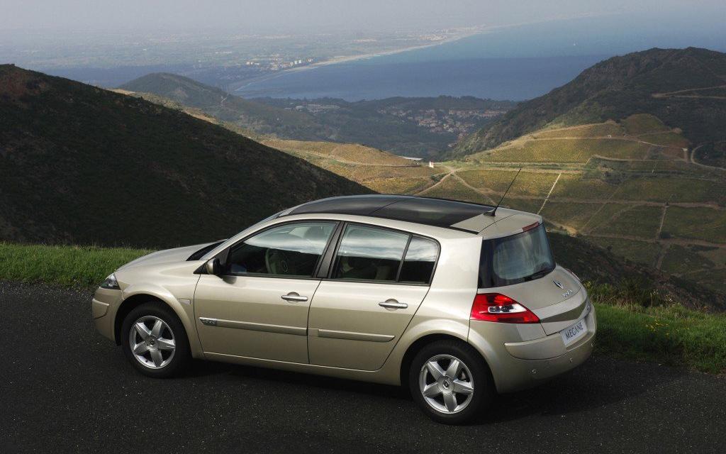 Renault Megane 2006, хэтчбек рестайлинг 5 дв, вид сбоку