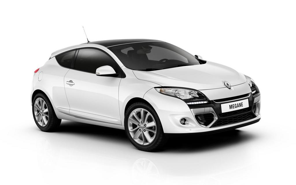Renault Megane 2012, хэтчбек рестайлинг 3 дв, вид сбоку