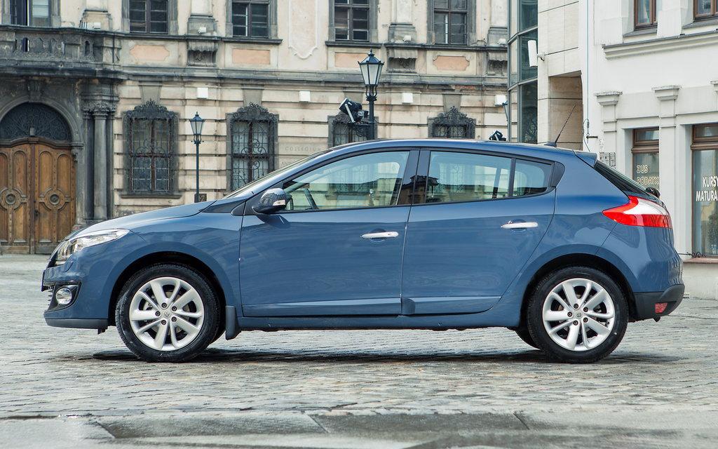 Renault Megane 2012, хэтчбек рестайлинг 5 дв, вид сбоку