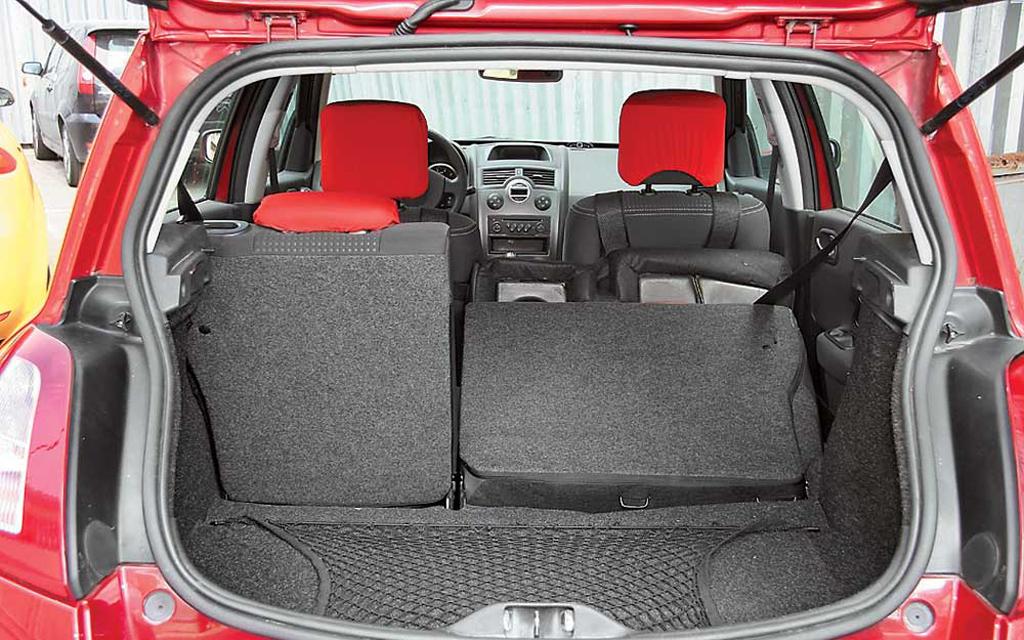 Renault Megane хэтчбек 2006 3дв рестайлинг, багажное отделение