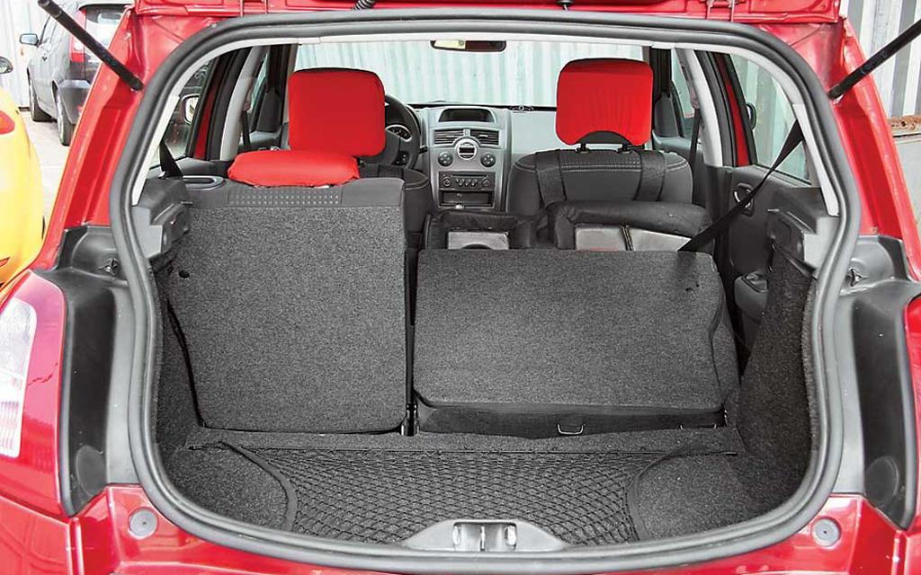 Renault Megane хэтчбек 2006 5дв рестайлинг, багажное отделение