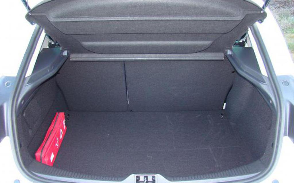 Renault Megane хэтчбек 2008 3дв, багажное отделение